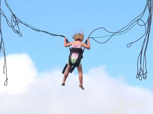 bouncing kid bungee cord 455997_suspended_1